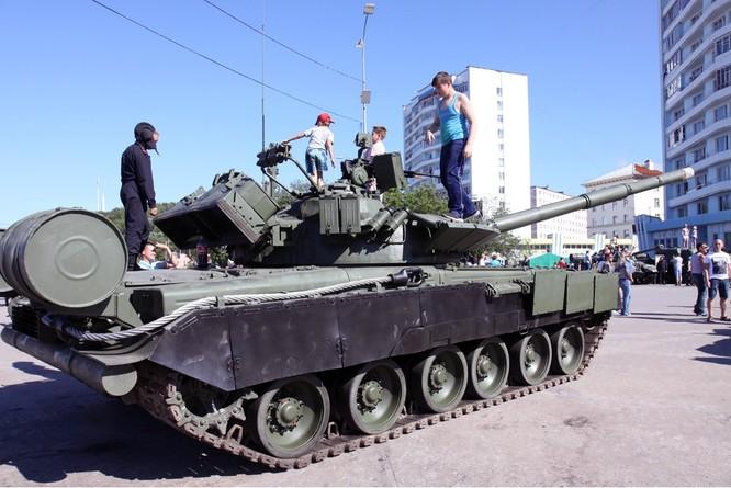 """Cỗ máy chiến tranh T-80 (Object 219M) và kì tích """"qua mặt"""" Abrams và Leopards ảnh 1"""