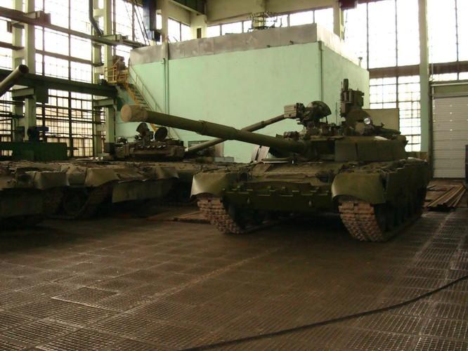 """Cỗ máy chiến tranh T-80 (Object 219M) và kì tích """"qua mặt"""" Abrams và Leopards ảnh 3"""