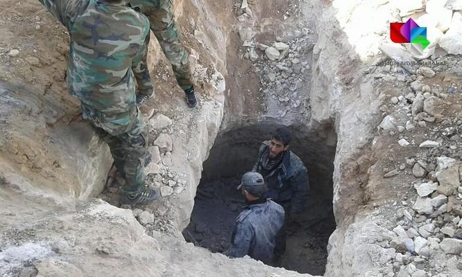 """Tiếp mùa thu hoạch vũ khí """"nổi dậy"""", Syria phát hiện thêm kho súng đạn bí mật ở Daraa ảnh 3"""