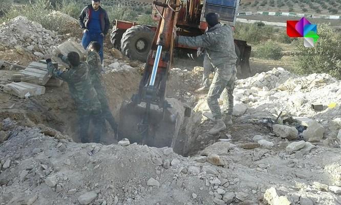 """Tiếp mùa thu hoạch vũ khí """"nổi dậy"""", Syria phát hiện thêm kho súng đạn bí mật ở Daraa ảnh 5"""