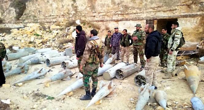 """Quân đội Syria phát hiện hàng chục đầu đạn tên lửa S-75 và S-125 của """"quân nổi dậy"""" ở Daraa ảnh 8"""