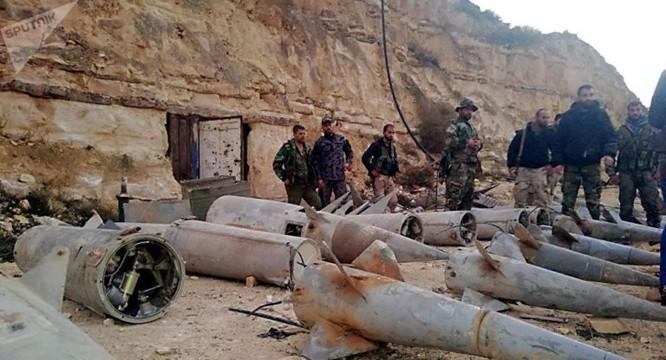 """Quân đội Syria phát hiện hàng chục đầu đạn tên lửa S-75 và S-125 của """"quân nổi dậy"""" ở Daraa ảnh 10"""
