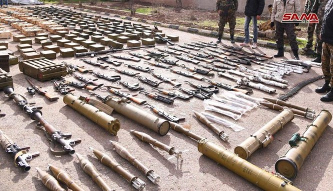 """Quân đội Syria phát hiện hàng chục đầu đạn tên lửa S-75 và S-125 của """"quân nổi dậy"""" ở Daraa ảnh 11"""