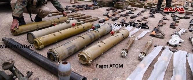 """Quân đội Syria phát hiện hàng chục đầu đạn tên lửa S-75 và S-125 của """"quân nổi dậy"""" ở Daraa ảnh 12"""
