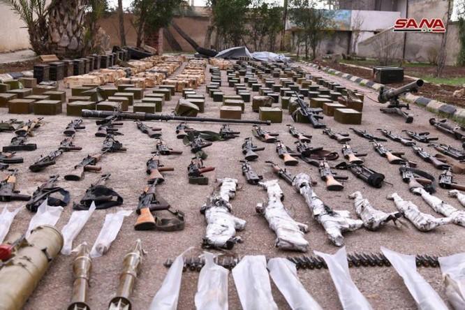 """Quân đội Syria phát hiện hàng chục đầu đạn tên lửa S-75 và S-125 của """"quân nổi dậy"""" ở Daraa ảnh 18"""
