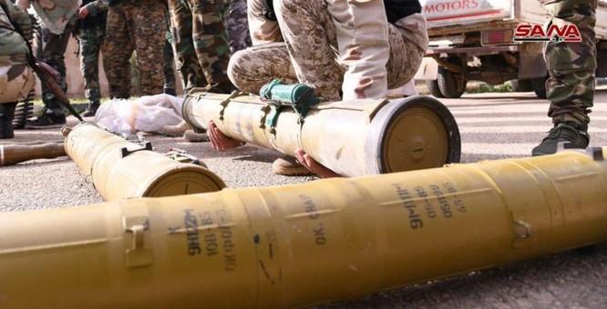 """Quân đội Syria phát hiện hàng chục đầu đạn tên lửa S-75 và S-125 của """"quân nổi dậy"""" ở Daraa ảnh 19"""