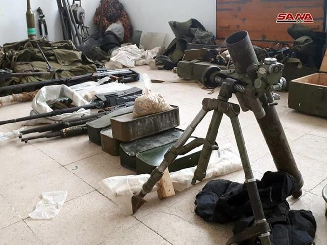 """Quân đội Syria phát hiện hàng chục đầu đạn tên lửa S-75 và S-125 của """"quân nổi dậy"""" ở Daraa ảnh 3"""