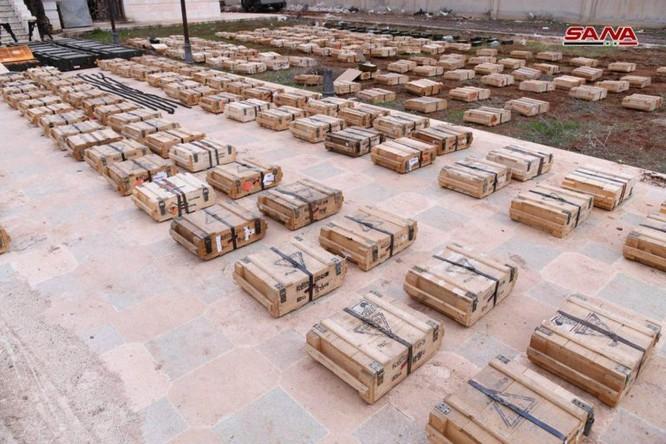 """Quân đội Syria phát hiện hàng chục đầu đạn tên lửa S-75 và S-125 của """"quân nổi dậy"""" ở Daraa ảnh 7"""