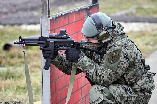 Mỹ sản xuất súng ngắn - tiểu liên của lực lượng đặc nhiệm Nga ảnh 1