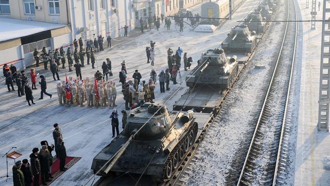 Dân Nga hân hoan đón chào xe tăng T-34 huyền thoại trở về từ Lào ảnh 2