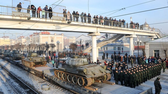 Dân Nga hân hoan đón chào xe tăng T-34 huyền thoại trở về từ Lào ảnh 3