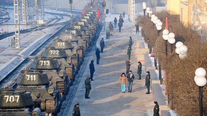 Dân Nga hân hoan đón chào xe tăng T-34 huyền thoại trở về từ Lào ảnh 4