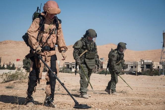 Sau thử nghiệm ở Syria, Nga trang bị khung xương trợ lực cho xạ thủ súng máy và chống tăng ảnh 1