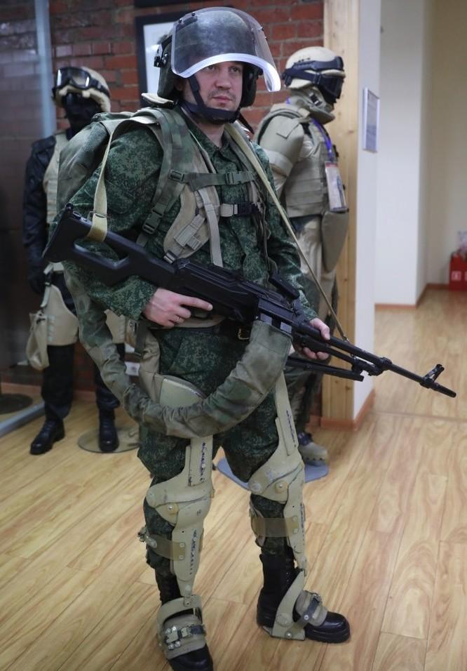 Sau thử nghiệm ở Syria, Nga trang bị khung xương trợ lực cho xạ thủ súng máy và chống tăng ảnh 2