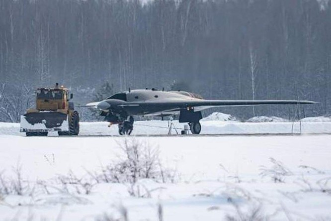 Máy bay không người lái Okhotnik gây khó khăn cho không quân Mỹ trong tương lai ảnh 2