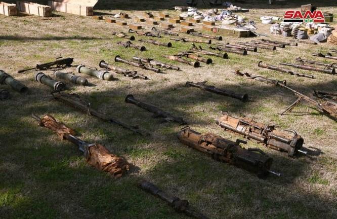 """Quân đội Syria thu giữ một số lượng lớn vũ khí của """"quân nổi dậy"""" ở Đông Ghouta ảnh 2"""
