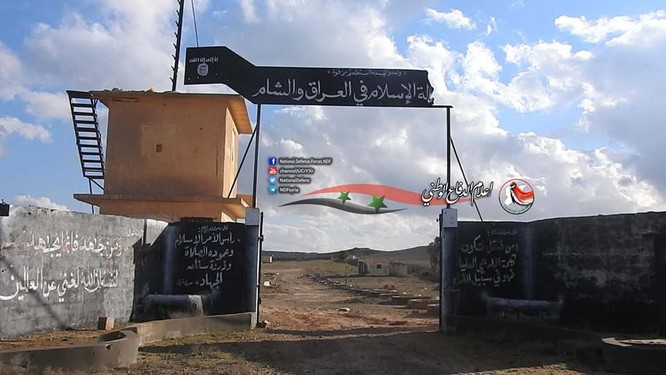 Quân đội Syria phát hiện một đường hầm vào trại huấn luyện IS ở Deir Ezzor ảnh 1