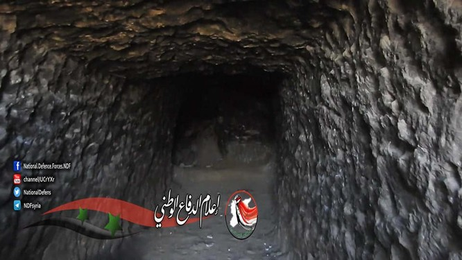 Quân đội Syria phát hiện một đường hầm vào trại huấn luyện IS ở Deir Ezzor ảnh 2