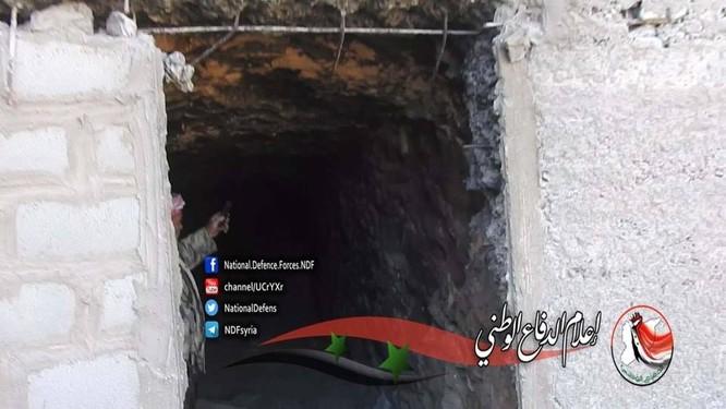 Quân đội Syria phát hiện một đường hầm vào trại huấn luyện IS ở Deir Ezzor ảnh 3
