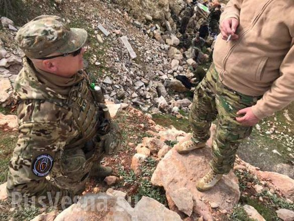 Lính đánh thuê Nga huấn luyện binh sĩ Syria ngay trên chiến trường chống khủng bố ảnh 15