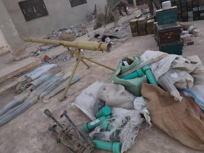 Người Kurd thu giữ một số lượng lớn vũ khí IS, Mỹ vẫn án binh bất động ảnh 1