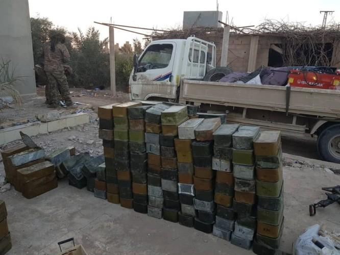 Người Kurd thu giữ một số lượng lớn vũ khí IS, Mỹ vẫn án binh bất động ảnh 2
