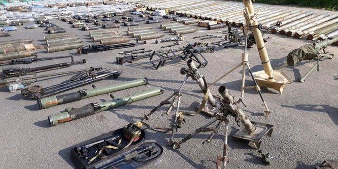 """Quân đội Syria thu hoạch vũ khí của """"quân thánh chiến"""" tại ngoại ô Damascus ảnh 4"""