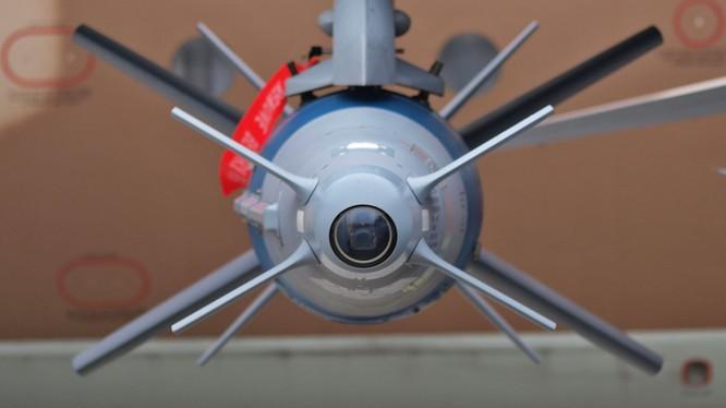 Bom điều khiển Israel của Ấn Độ bị sai lệch nghiêm trọng - Hoàn toàn trượt mục tiêu ảnh 6