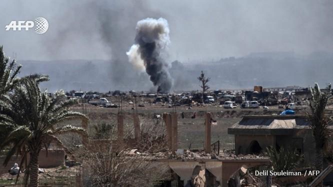 Lực lượng Dân chủ Syria chiếm trại Baghouz, IS lũ lượt ra hàng ảnh 2