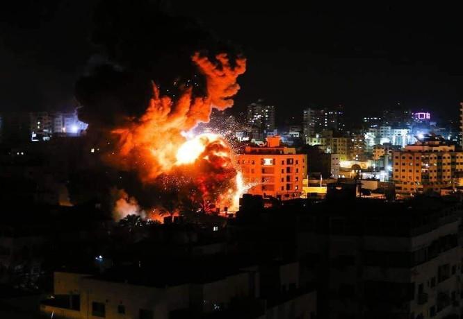 Tên lửa tấn công Tel Aviv, Israel đánh phá dữ dội Dải Gaza ảnh 1