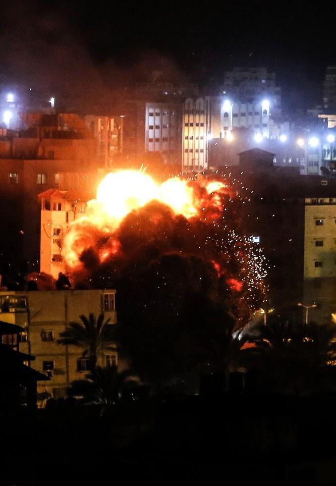 Tên lửa tấn công Tel Aviv, Israel đánh phá dữ dội Dải Gaza ảnh 2