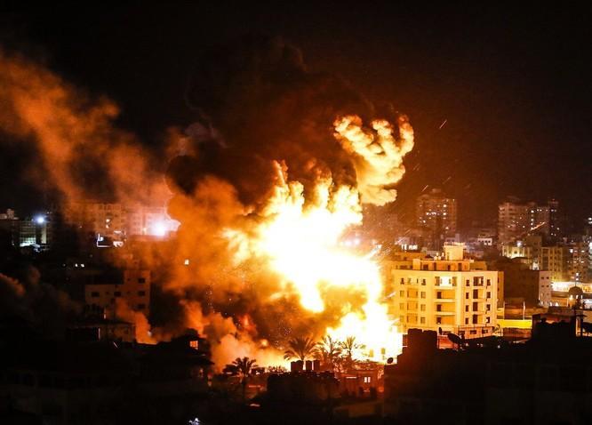 Tên lửa tấn công Tel Aviv, Israel đánh phá dữ dội Dải Gaza ảnh 3