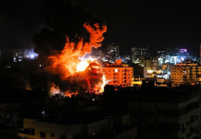 Tên lửa tấn công Tel Aviv, Israel đánh phá dữ dội Dải Gaza ảnh 4