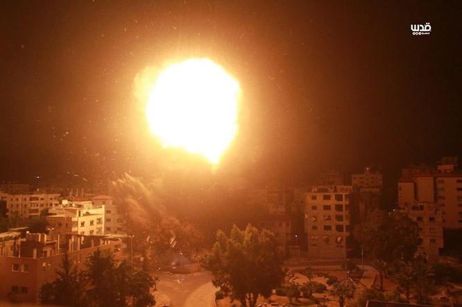 Tên lửa tấn công Tel Aviv, Israel đánh phá dữ dội Dải Gaza ảnh 8