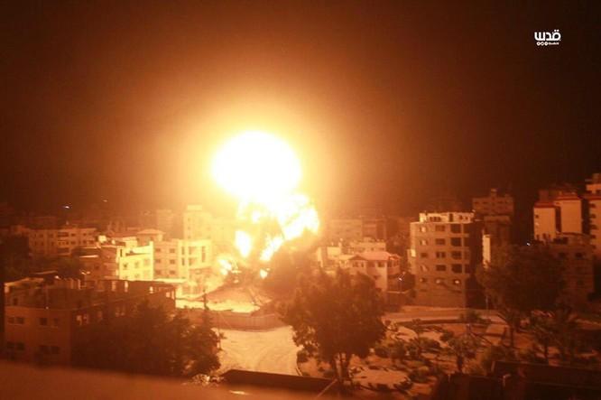 Tên lửa tấn công Tel Aviv, Israel đánh phá dữ dội Dải Gaza ảnh 9
