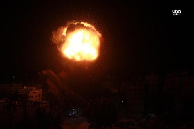 Tên lửa tấn công Tel Aviv, Israel đánh phá dữ dội Dải Gaza ảnh 11