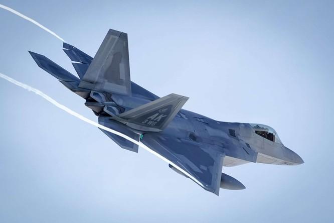 """F-22 Raptor Mỹ thực hiện cuộc diễn tập """"Voi đi bộ"""" quyết dành ưu thế với Nga ở Bắc Cực ảnh 7"""