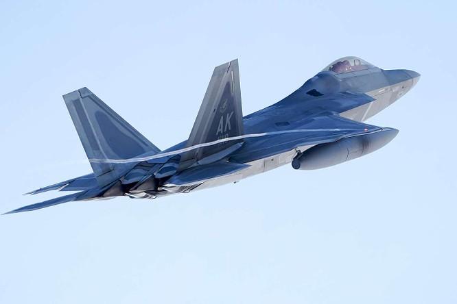 """F-22 Raptor Mỹ thực hiện cuộc diễn tập """"Voi đi bộ"""" quyết dành ưu thế với Nga ở Bắc Cực ảnh 9"""