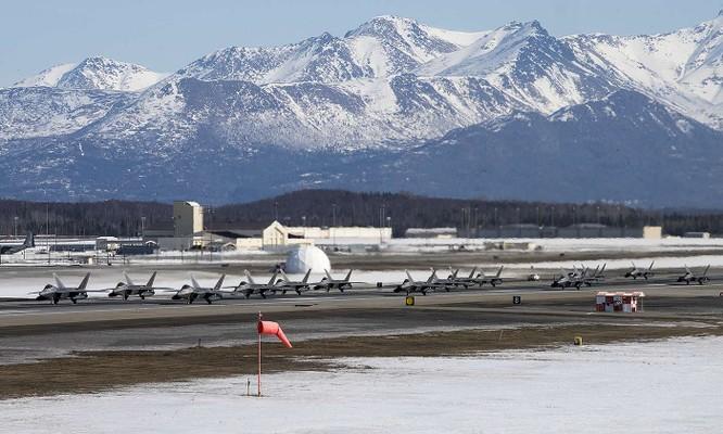 """F-22 Raptor Mỹ thực hiện cuộc diễn tập """"Voi đi bộ"""" quyết dành ưu thế với Nga ở Bắc Cực ảnh 10"""