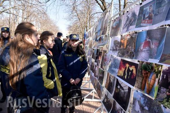 """""""Nước mắt Donbass"""" Lugansk và Donetsk tổ chức triển lãm chứng tích chiến tranh ảnh 5"""