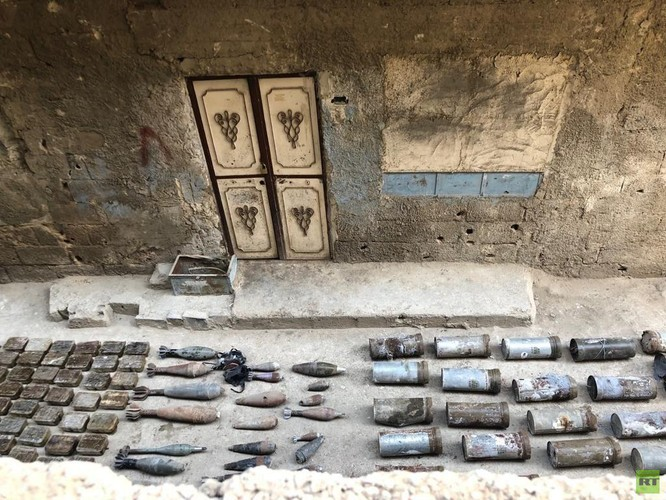 Quân cảnh Nga phát hiện một kho vũ khí của IS ở trại Yamouk, Damascus ảnh 4