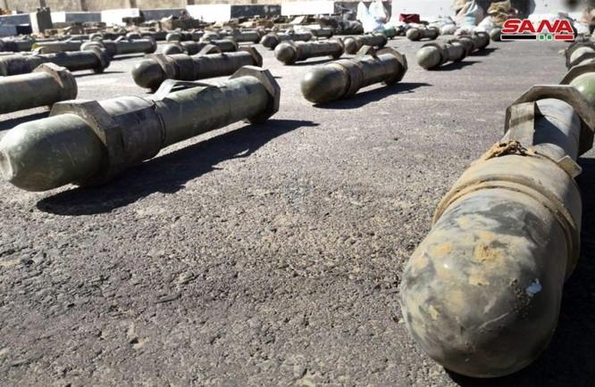 Syria lại thu hoạch một số lượng lớn vũ khí của khủng bố tại ngoại ô Damascus ảnh 1