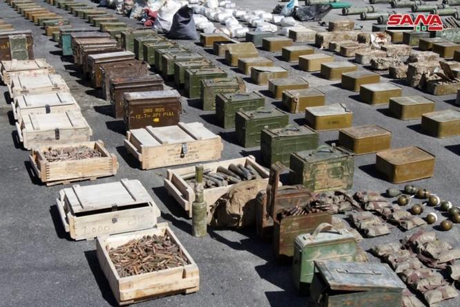 Syria lại thu hoạch một số lượng lớn vũ khí của khủng bố tại ngoại ô Damascus ảnh 2