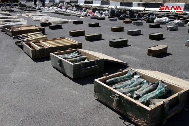 Syria lại thu hoạch một số lượng lớn vũ khí của khủng bố tại ngoại ô Damascus ảnh 7