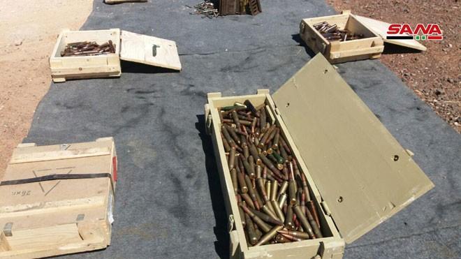 Quân đội Syria tiếp tục thu giữ số lượng lớn vũ khí trang bị của thánh chiến ở Al-Quneitra và Deir Ezzor ảnh 1