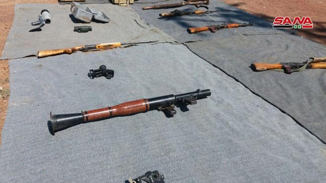 Quân đội Syria tiếp tục thu giữ số lượng lớn vũ khí trang bị của thánh chiến ở Al-Quneitra và Deir Ezzor ảnh 2