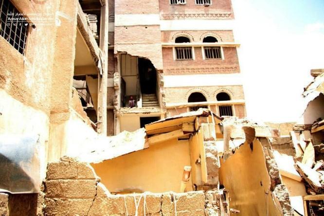 Houthi không kích trạm bơm dầu của Ả rập Xê út, Liên minh vùng Vịnh ném bom dân thường ở thủ đô Yemen ảnh 6
