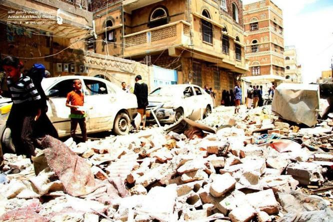 Houthi không kích trạm bơm dầu của Ả rập Xê út, Liên minh vùng Vịnh ném bom dân thường ở thủ đô Yemen ảnh 8