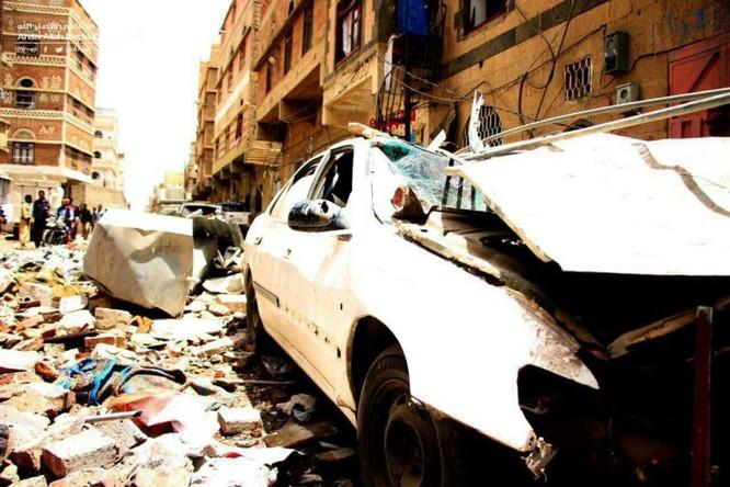 Houthi không kích trạm bơm dầu của Ả rập Xê út, Liên minh vùng Vịnh ném bom dân thường ở thủ đô Yemen ảnh 9