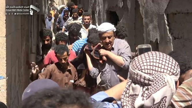 Houthi không kích trạm bơm dầu của Ả rập Xê út, Liên minh vùng Vịnh ném bom dân thường ở thủ đô Yemen ảnh 12